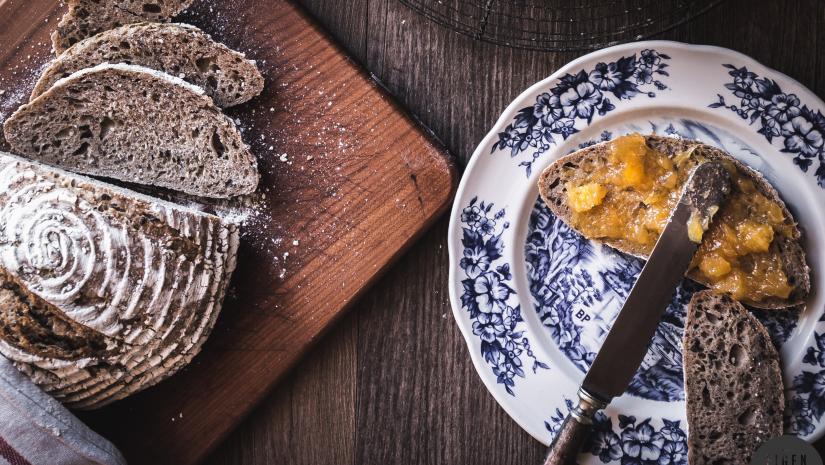 Hoe maak je een desemstarter + mijn favoriete recept voor zuurdesembrood!